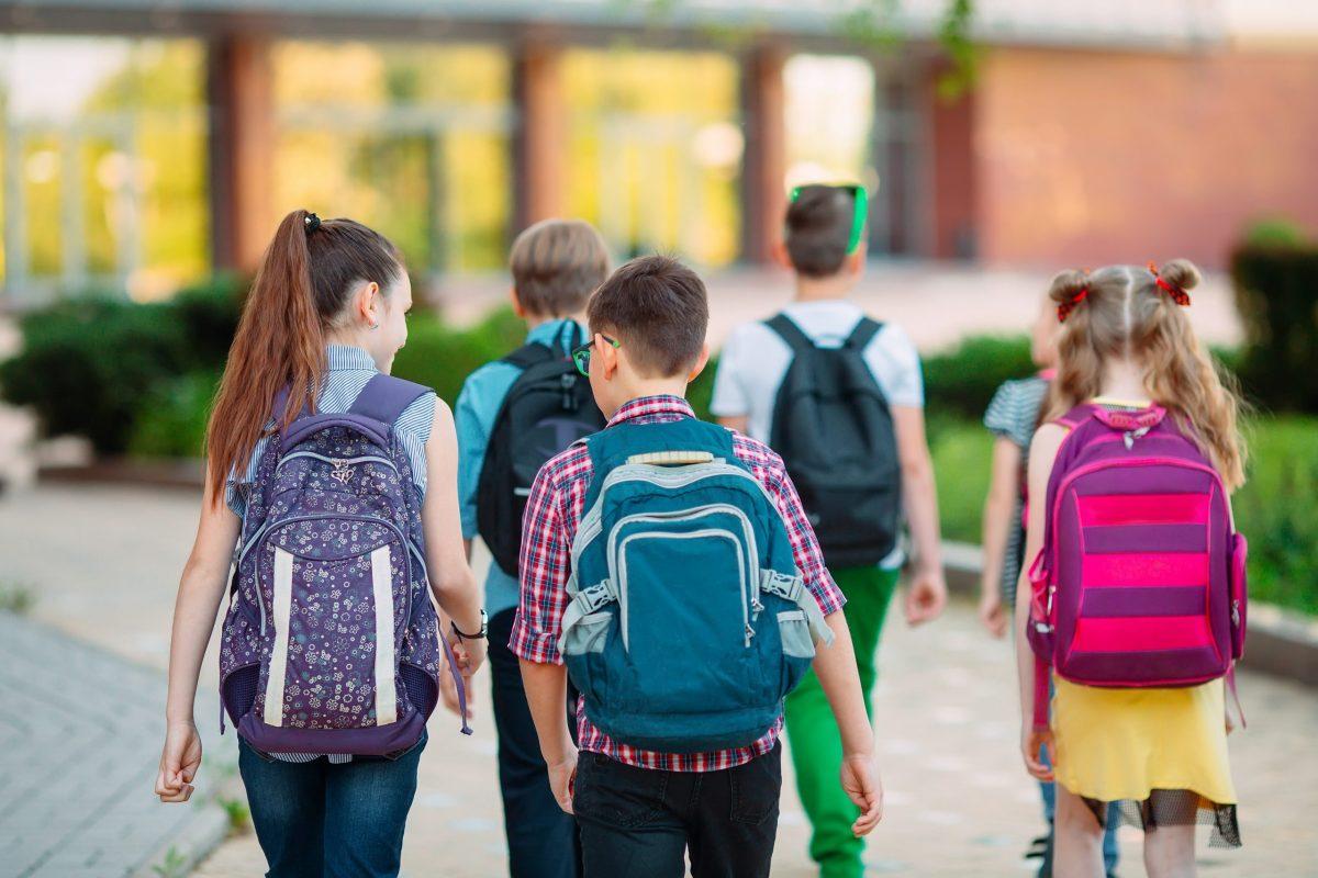 Back-to-school-με-νέα-σχολική-τσάντα
